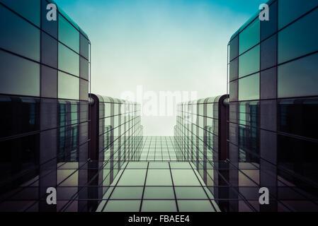 Dans le soleil, immeuble de bureaux à Canary Wharf Banque D'Images