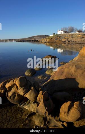 Amazing abstract érodé rocky paysage de grès près de Agios Nikolaos, chapelle Kotsinas littoral. Lemnos limnos island, Banque D'Images