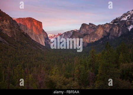 Hiver vue de tunnel de Yosemite Banque D'Images