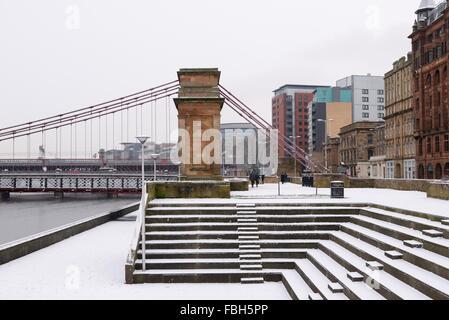 Glasgow, Écosse, Royaume-Uni, 16 janvier 2016. Première neige de Glasgow de l'année a continué pendant plusieurs Banque D'Images
