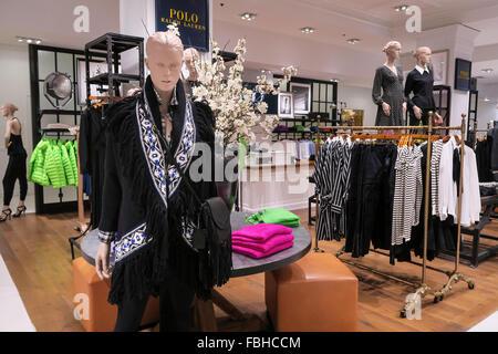 ... vêtements pour femmes mode Ralph L  Lord   Taylor Flagship Store  intérieur, NYC Banque D Images 8089c576276