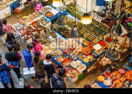 Séoul - MAR 28: Vue aérienne de Noryangjin shoppers au marché de gros de la pêche le 28 mars 2015 à Séoul, Corée Banque D'Images