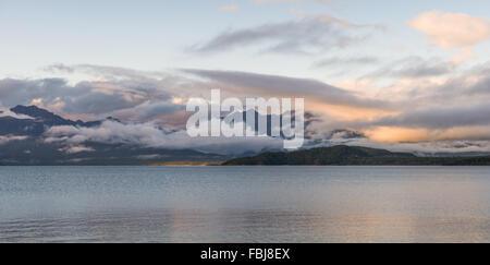 Le lac Manapouri, Fiordland National Park, New Zealand's South Island Banque D'Images