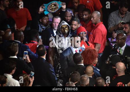 Brooklyn, New York City, USA. 16 janvier, 2016. Deontay Wilder (USA): Boxe Deontay Wilder des États-Unis entre dans l'anneau avant le WBC heavyweight title bout au Barclays Center de Brooklyn, New York, United States . Credit: Hiroaki Yamaguchi/AFLO/Alamy Live News