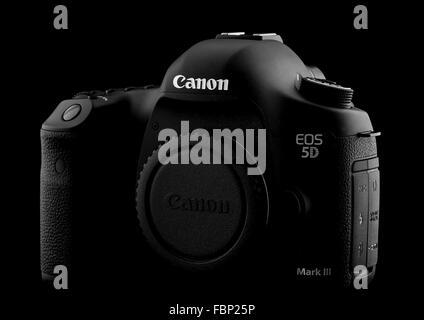 Canon 5D Mark III REFLEX sur fond noir Banque D'Images
