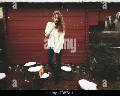 Portrait of Young Woman Outdoors In Winter Banque D'Images