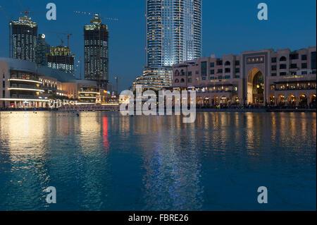 Dubai Mall boulevard et Souk Al Bahar, Dubai Emirats Arabes Unis. Banque D'Images