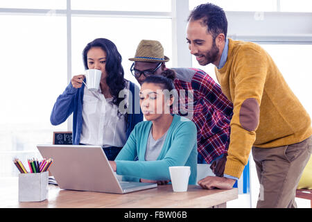 Business people using laptop in meeting Banque D'Images