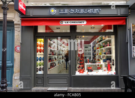 Le Creuset, fenêtre, façade, magasin de cuisine Française, Paris, France. Banque D'Images