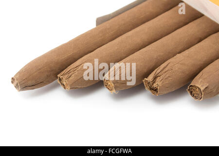 Cigarettes cubaines isolated on white Banque D'Images