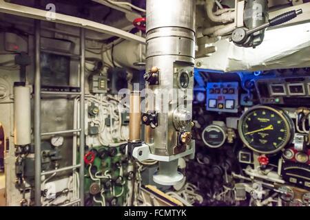 Periscope dans un sous-marin de la guerre froide en Italie. Banque D'Images