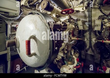 Dans un tube lance-torpilles sous-marin de la guerre froide en Italie. Banque D'Images