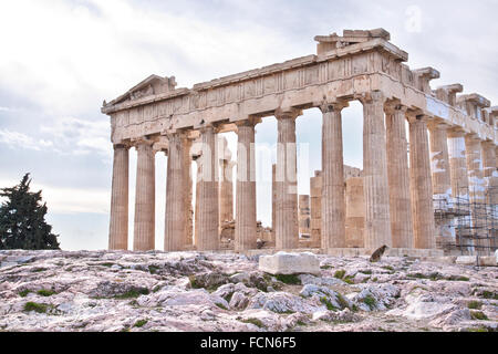 Le Parthénon est un ancien temple sur l'acropole d'Athènes, Grèce. Banque D'Images