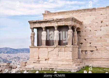 L'erechtheion est un ancien temple grec sur le côté nord de l'acropole d'Athènes en Grèce. Banque D'Images