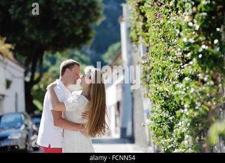 Offres happy young couple en lune de miel à Positano, Amalfi coast, Italie Banque D'Images