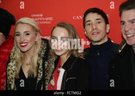 Park City, Utah, USA. 24 Jan, 2016. Harley Quinn Smith, Lily-Rose Depp, Justin Long au niveau des arrivées pour Banque D'Images