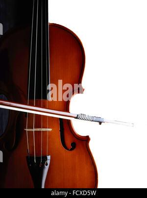 La nature morte de Violin and Bow avec fond blanc, Londres, Angleterre, Royaume-Uni Banque D'Images