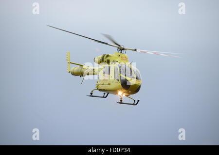 Yorkshire Air Ambulance assister à un accident sur l'A628 Woodhead Pass, près de Dunford Bridge, West Yorkshire, Royaume-Uni. Banque D'Images