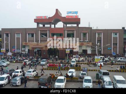 Vue typique à l'extérieur de la gare de Patna au Bihar, Inde Banque D'Images