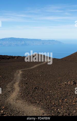 Un sentier de promenade sur le volcan de Samara dans le Parc National du Teide sur Tenerife, Espagne. Banque D'Images
