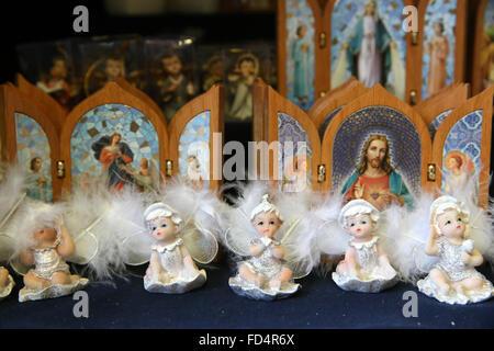 La foi catholique Store. Les articles religieux. Des anges. Banque D'Images