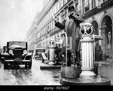 Agent de la circulation à Paris, 1936 Banque D'Images