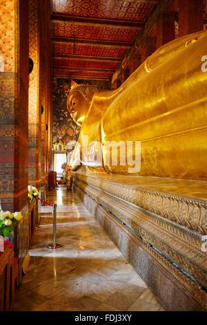Phra Buddha Saiyas, le Bouddha couché. Temple de Wat Pho à Bangkok, Thaïlande. Banque D'Images