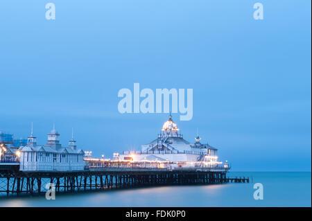 À la tombée de la jetée d''Eastbourne, East Sussex, England, UK Banque D'Images