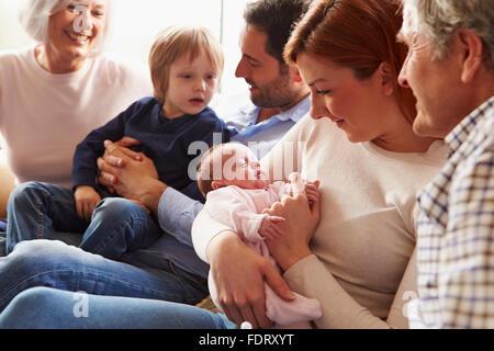 Générations,nouveau-né de la famille élargie,junior, Banque D'Images