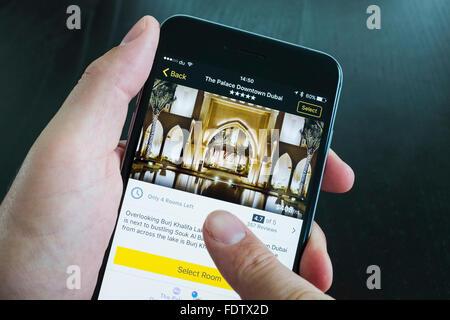 Palace Hotel Hôtel de luxe sur Expedia app sur l'iPhone 6 Plus smart phone Banque D'Images
