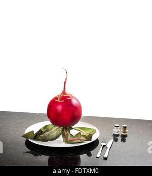 Think Big plus gros radis radis concept pensée rouge pensez grand espace pour la mise en page de texte Cut fond Banque D'Images
