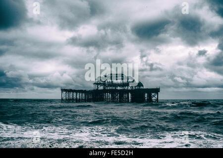Vue sur la jetée de Brighton, Brighton, England, UK Banque D'Images