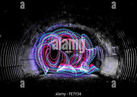 Multi Colored Light Trails in Tunnel Banque D'Images