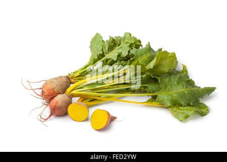 Matière première fraîche betteraves jaune sur fond blanc Banque D'Images