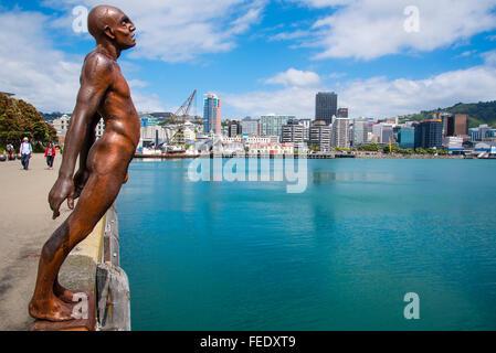 La consolation de la sculpture du vent par Max patte sur le front de mer de Wellington New Zealand Banque D'Images
