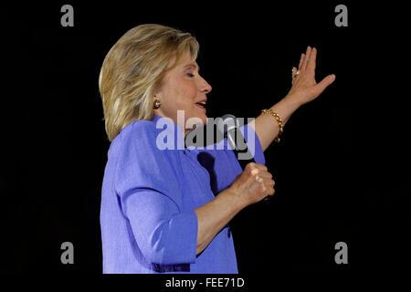 LAS VEGAS, NV - 14 octobre 2015: Hillary Clinton, l'ancien secrétaire d'état et de 2016 le candidat démocrate, s'exprime à l'Amérique pour Hillary Nevada Rally, amphithéâtre Springs Preserve