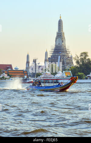 Chao Phraya Express boat et le transport Banque D'Images