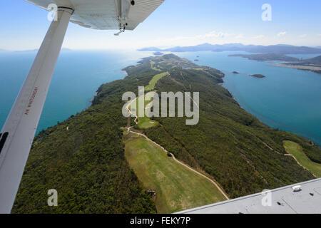 Vue aérienne du terrain de golf sur Hamilton Island, Whitsunday Islands, Queensland, Australie Banque D'Images