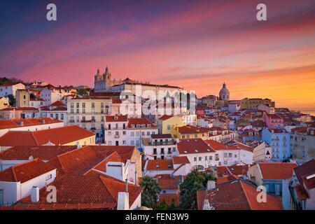 Lisbonne. Image de Lisbonne, Portugal pendant le lever du soleil spectaculaire. Banque D'Images