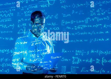 Chercheur scientifique à des données mathématiques prévue Banque D'Images