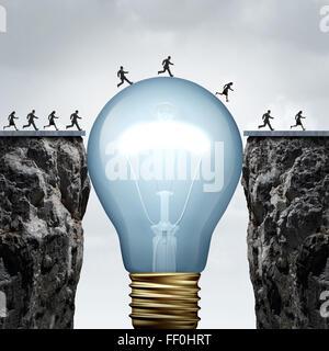 La créativité idée commerciale solution comme un groupe de personnes sur deux rochers étant reliés par une ampoule Banque D'Images