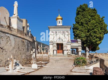 Petite chapelle orthodoxe à l'ancien cimetière russe à Menton, France. Banque D'Images