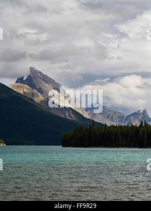 Belle vue du lac Maligne sur l'image; Jasper National Park, Alberta, Canada Banque D'Images
