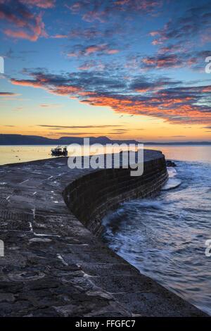 La Cobb à Lyme Regis, sur la côte sud du Dorset, capturé au lever du soleil en septembre. Banque D'Images