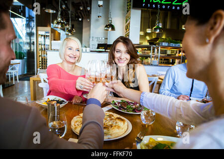 Group of friends celebrating in restaurant Banque D'Images