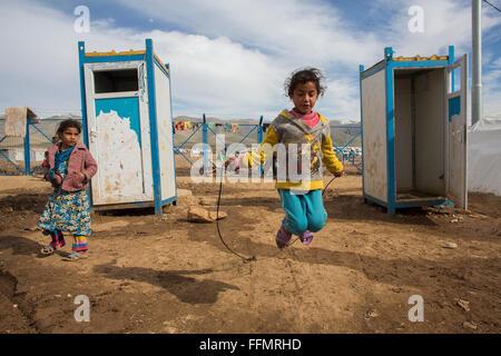 Camp de réfugiés dans les toilettes dans le Nord de l'Iraq Banque D'Images