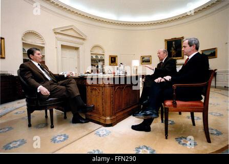 Washington, District de Columbia, Etats-Unis. Jan 9, 2010. Le président des États-Unis, Ronald Reagan, à gauche, Banque D'Images