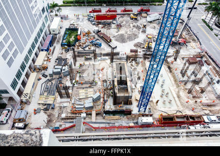 Le centre-ville de Miami en Floride nouveau bâtiment construction site de la fondation de l'antenne vue aérienne Banque D'Images