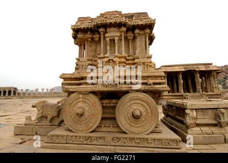 Pierre ouvragée char de cour de Vithala temple , Hampi , Karnataka , Inde Banque D'Images