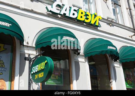 Fast-food, métro Nevsky Prospect, Saint Petersburg, Fédération de Russie, Région Nord-Ouest Banque D'Images